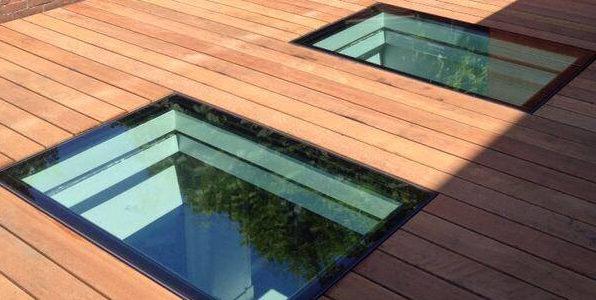 Beloopbaar glas vlak in dakterrasvloer