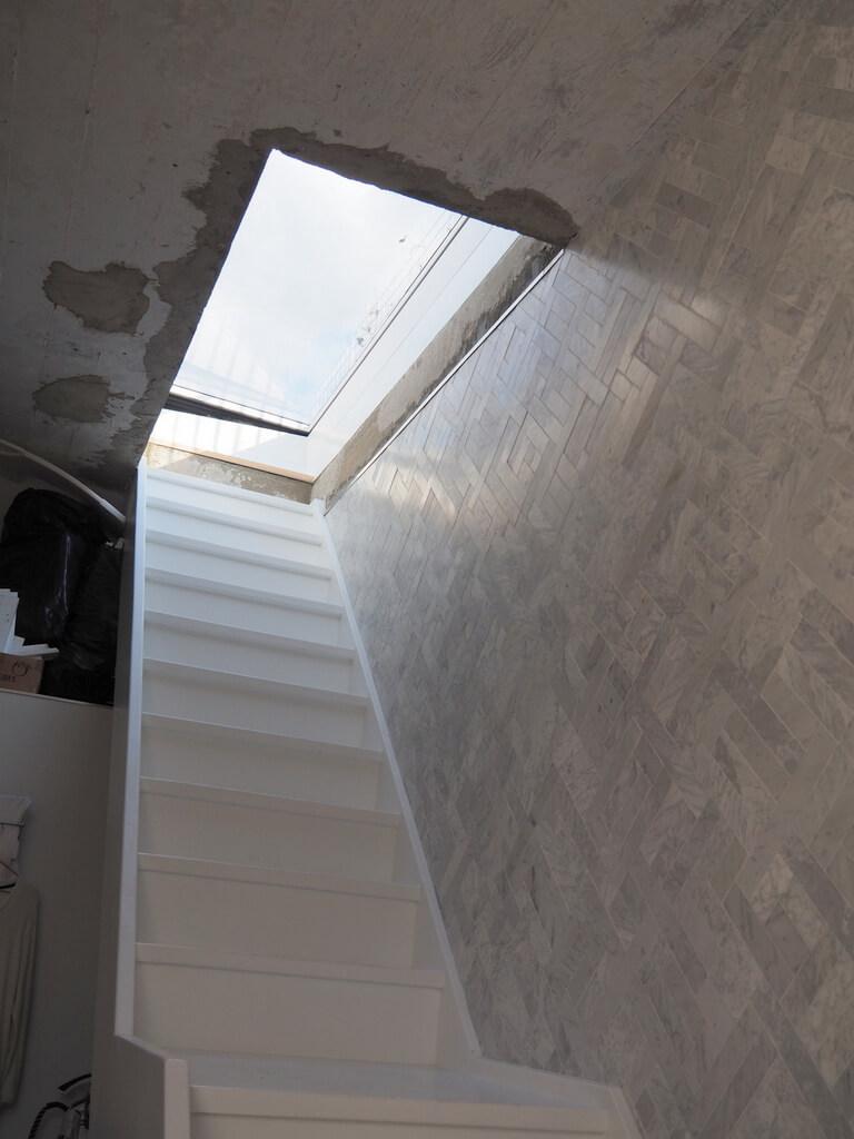 Elektrisch dakluik Skydoor brengt licht in huis