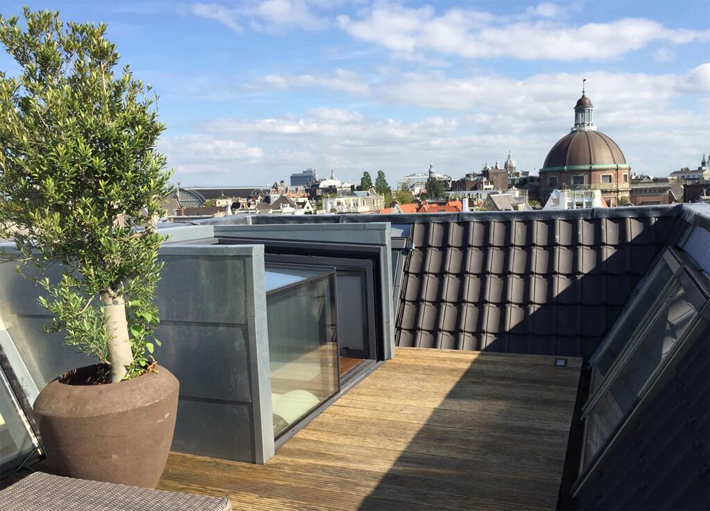 Schuivende dakterras toegang van glas in Amsterdam