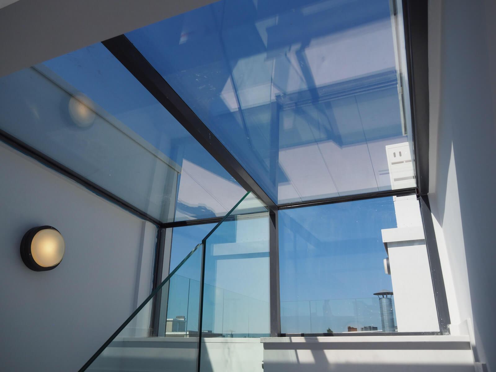 Binnenbuitenkijker: sliding box als toegang naar het dakterras in