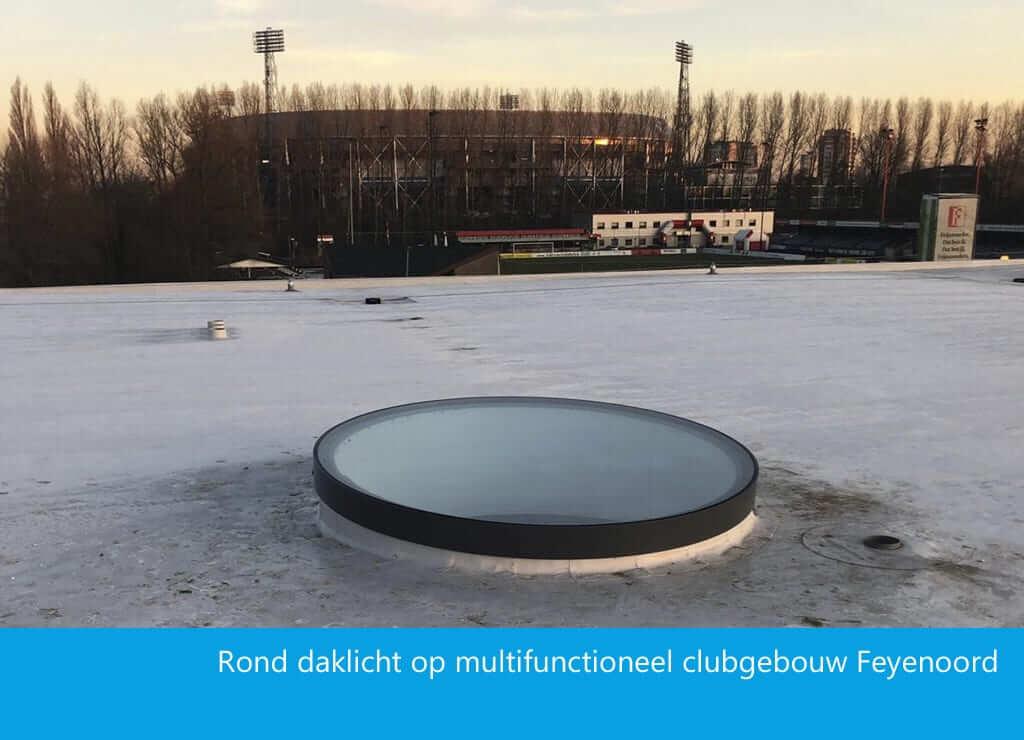 Rond daklicht clubgebouw Feyenoord